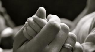Professionelle Fotos vom Baby-Fotografen